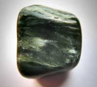 Clinochloor of klinochloor edelsteen